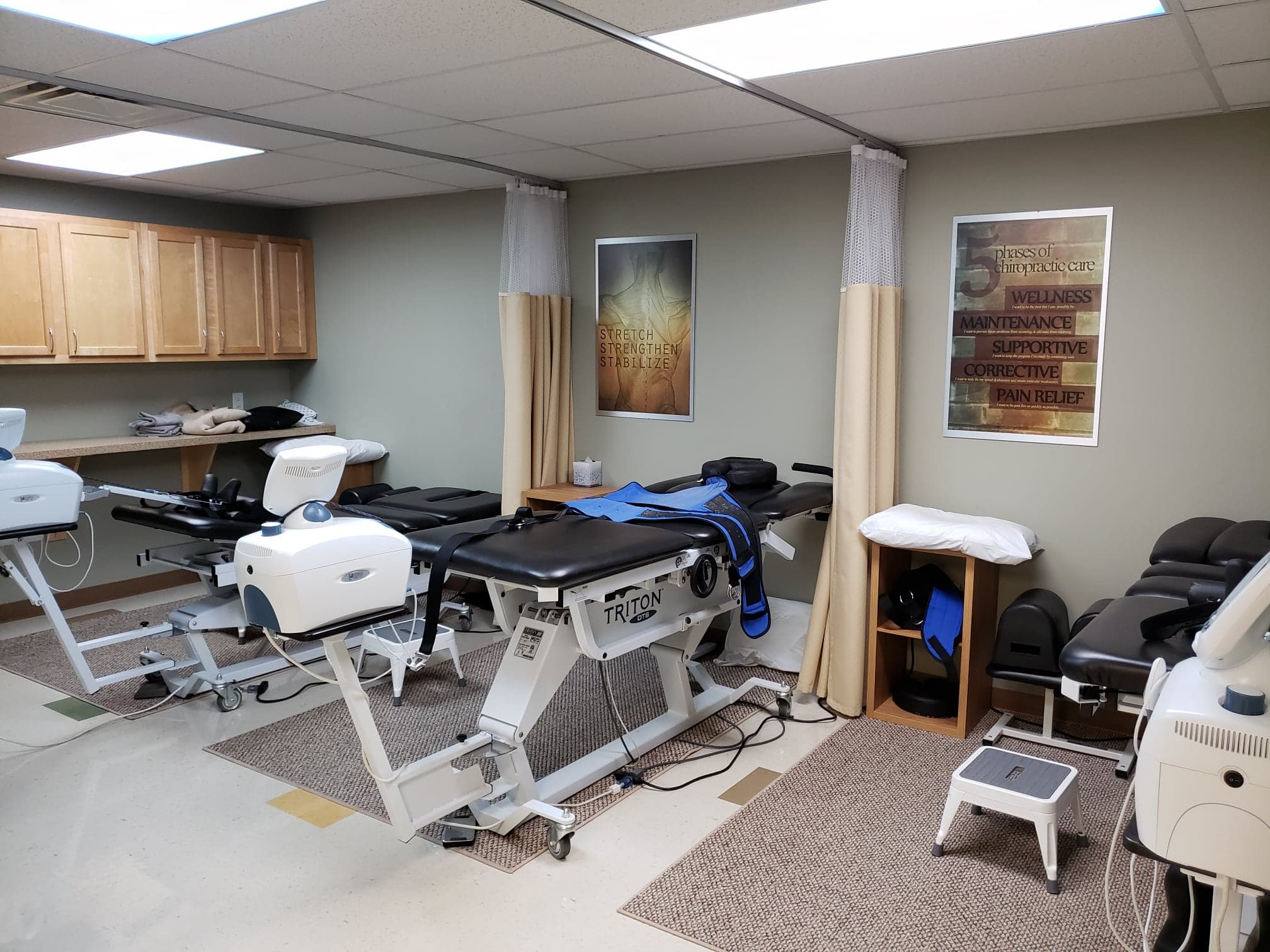 The interior of Oxford Ohio chiropractic clinic Oxford Health & Wellness Center a 45056 chiropractic